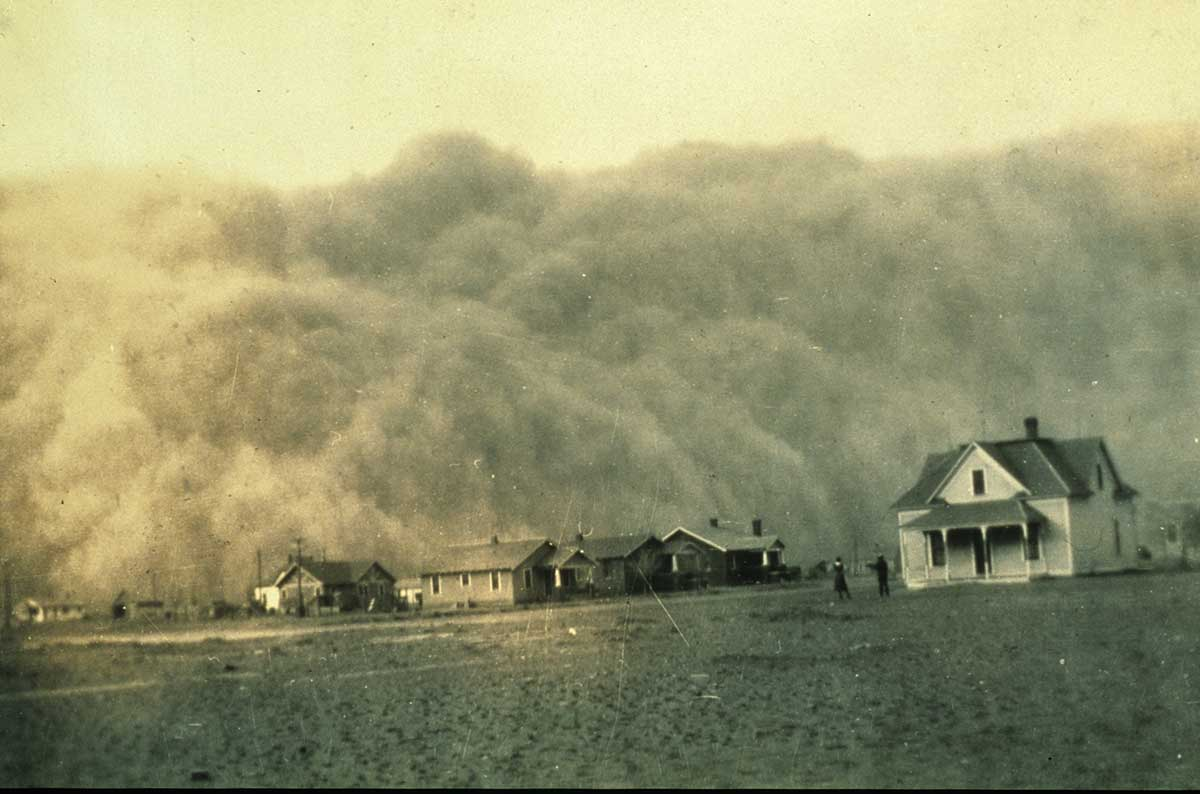 A dust storm approaching Stratford, Texas, in April 1935.